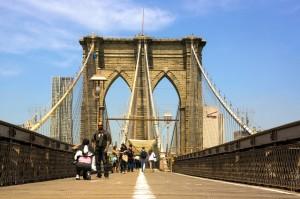 Die gigantische Brooklyn-Bridge in NYC.