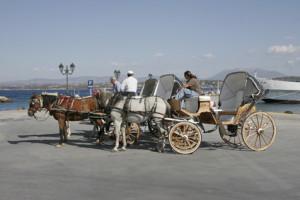 Mit dem Pferdewagen unterwegs auf Spetses © Horst Weinberg - Fotolia.com