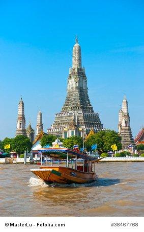 Der beeindruckende Wat Arun Tempel von Bangkok.