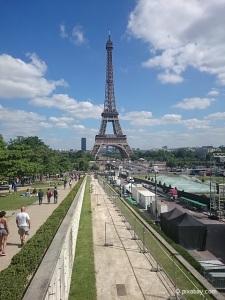 Wahrzeichen von Paris: Der Eiffelturm.