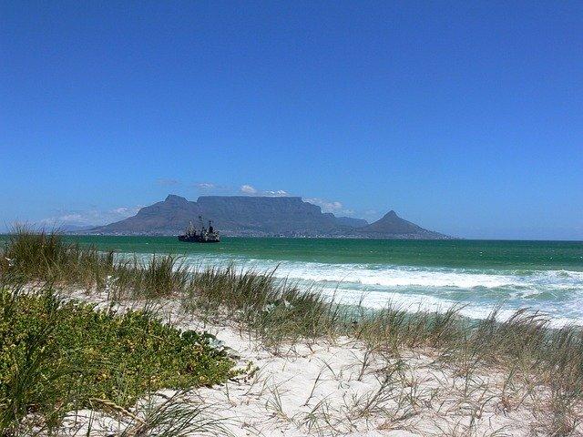 Der Tafelberg von Kapstadt aus der Ferne © pixabay.com