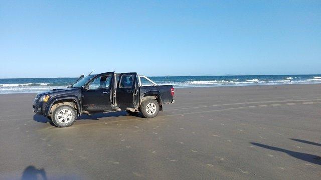 Auto fahren am Strand