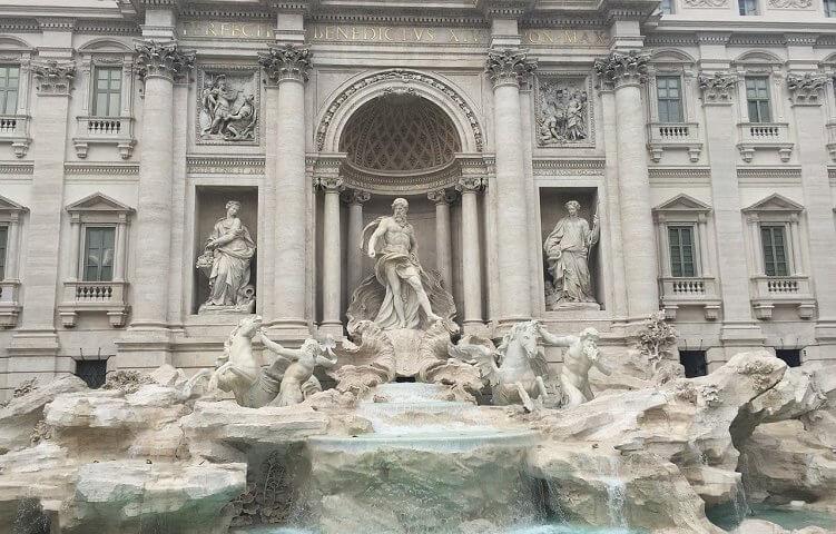 Der Glücksbrunnen: Die Fontana di Trevi